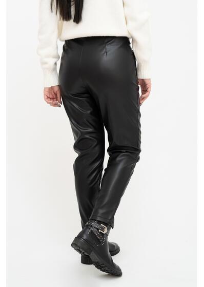 Pantaloni din piele cu nasturi